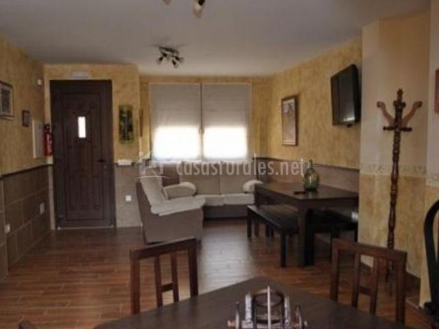 Casa rural t o vitor en sinovas burgos for Sala de estar madera
