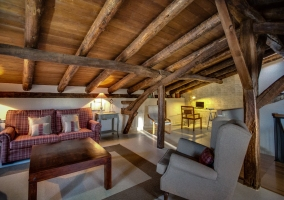 buhardilla con estructura de madera