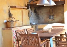 Barbacoa y mesas