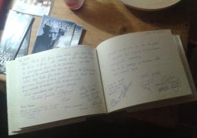 Libro de visitas de la casa
