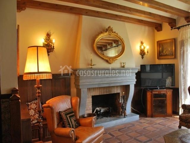 Posada de lord en sant lloren de morunys lleida - Casa rural con chimenea en la habitacion ...