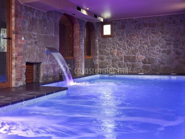 Esglaiola en l 39 espunyola barcelona - Casa rural con piscina cubierta ...