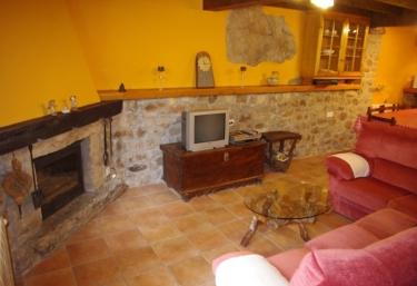 Casas rurales con chimenea en carre a de cabrales for Casa rural con chimenea asturias