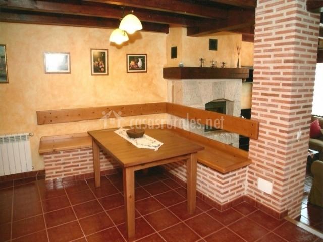 T a aurelia en torresandino burgos for Banco esquinero con mesa