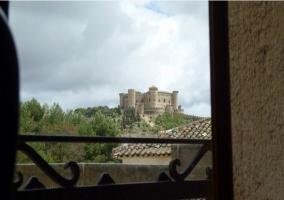 Vistas del castillo de Belmonte desde la casa rural