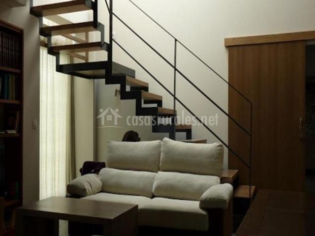 Casa a casa do viveiro en boimorto a coru a for Donde ubicar las escaleras en una vivienda