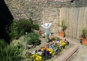 Acceso a la casa desde el jardín exterior
