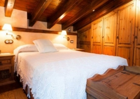 Dormitorio Sur con el armario de madera