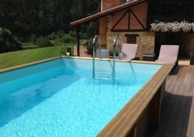 Vistas de la zona de la piscina en los exteriores
