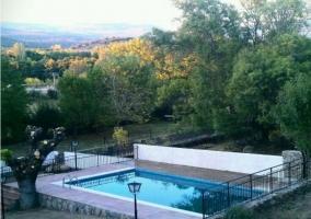 Vistas de la piscina vallada