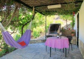 Vistas del porche con hamaca de tela