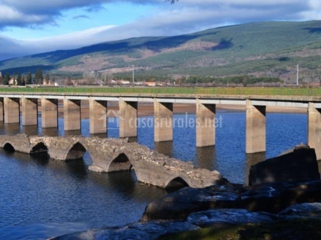 Puente Romano Matrimonio : Hostal río duero en molinos de soria