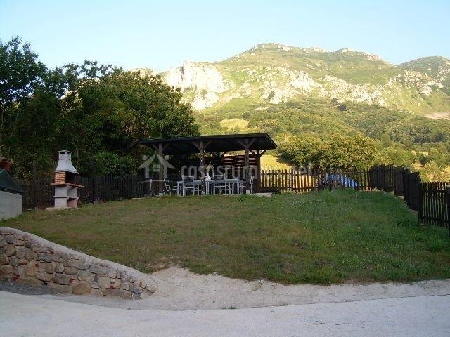 Casa rural el cantu en proaza asturias - Jardines con barbacoa ...