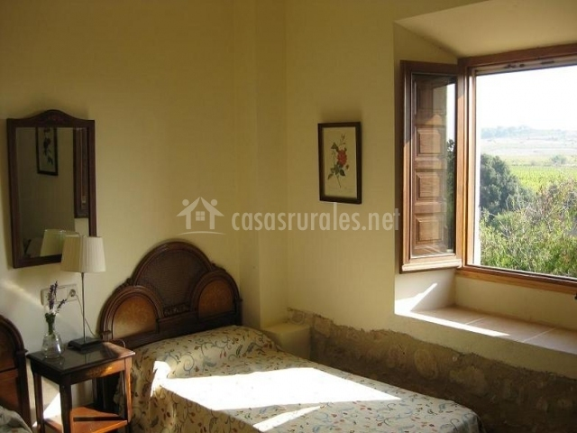 Dormitorio doble con ventanal