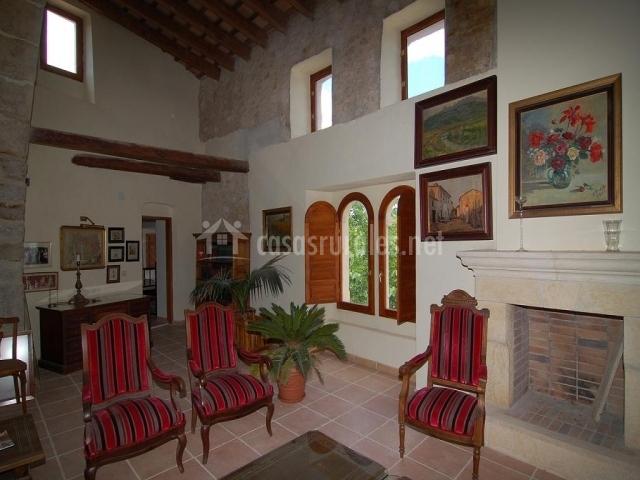 Salon con chimenea zona antigua