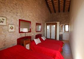 Dormitorio triple rojo