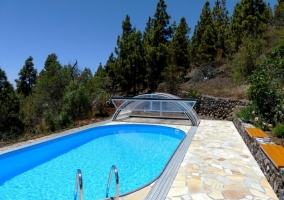 Acceso a la piscina climatizada