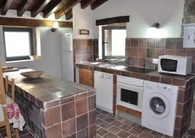 Cocina equipada con lavadora y lavavajillas