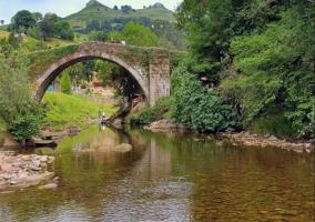 Puente sobre el río Miera