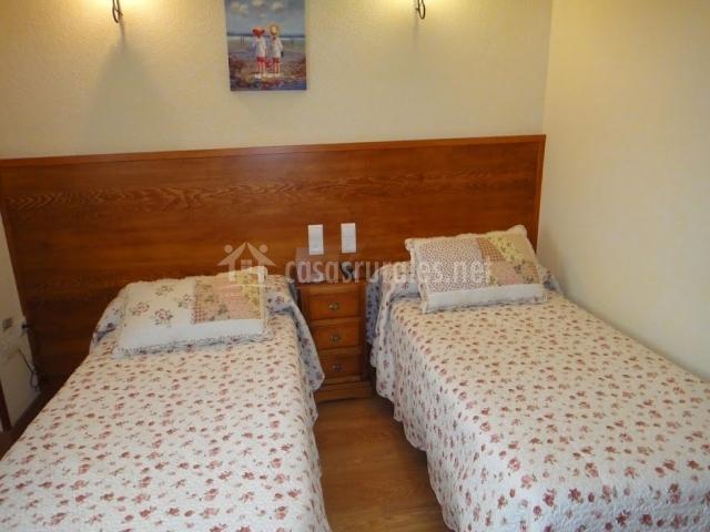 Alojamiento tur stico abuela paula en trescasas segovia - Dormitorios juveniles de dos camas separadas ...