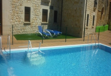 Casas rurales con piscina en burgos for Piscinas ubierna burgos