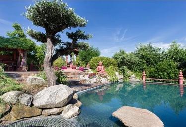 Casas rurales con piscina en aldea del fresno for Jardin oriental aldea del fresno