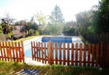 Casas rurales con piscina en valdecaballeros for Casas rurales en badajoz con piscina