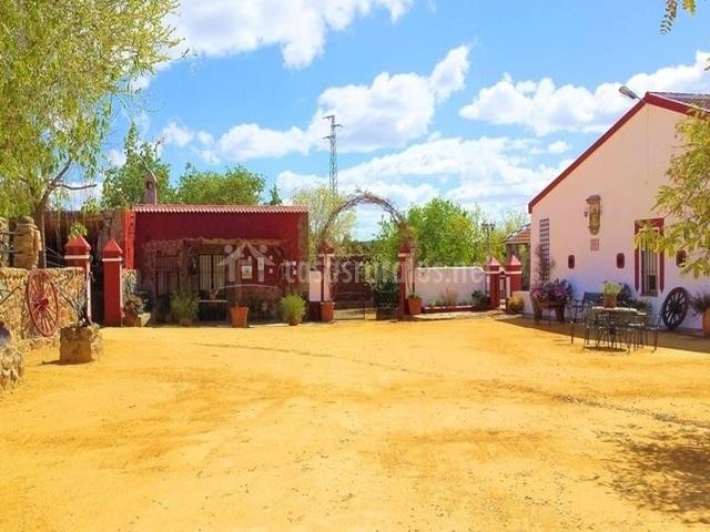 Casa el valle casas rurales en castilblanco de los for Casa rural mansion de la plata penacaballera