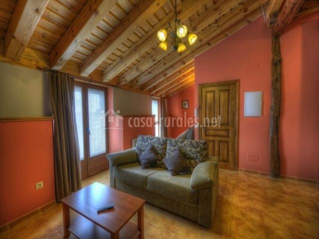Apartamentos el encinar apartamentos rurales en for Sala de estar madera
