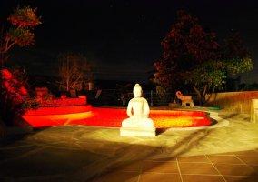 Buddha del jardin de la casa rural