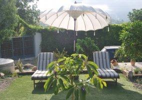 Muebles del jardin de la casa rural