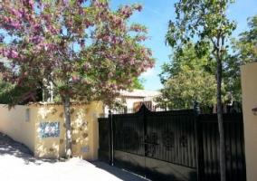 Puerta de acceso para carruajes de la casa rural