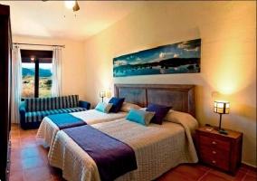 Habitación doble con camas separadas y sofá-cama