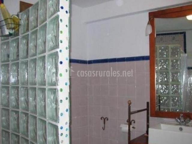 Casa calle del carmen en grazalema c diz for Cuarto de bano completo