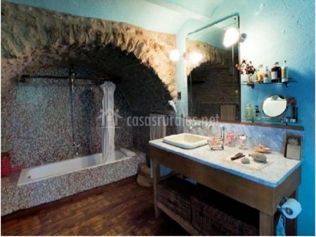 La farga de la muga en sant lloren de la muga girona for Banos de piedra natural