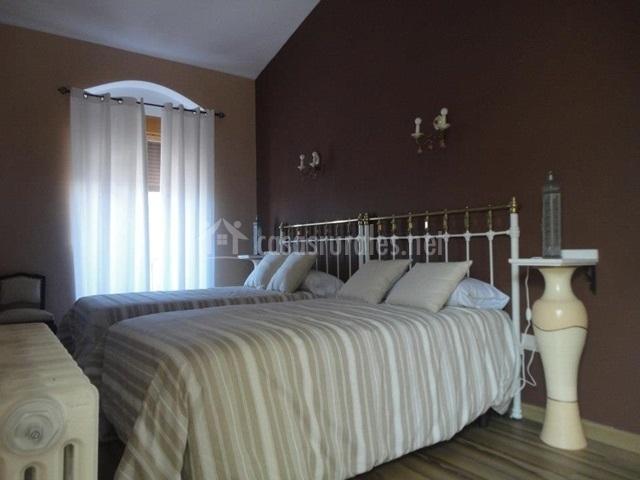 Dos camas beige