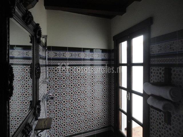 Baño de azulejos