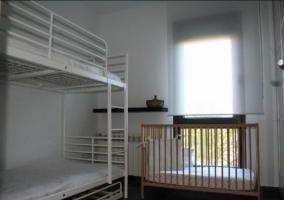 Dormitorio de la casa con litera