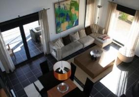 Sala de estar amplia vista desde arriba