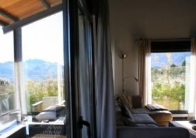 Sala de estar con terraza acristalada