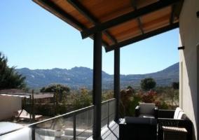 Vistas de la terraza con muebles