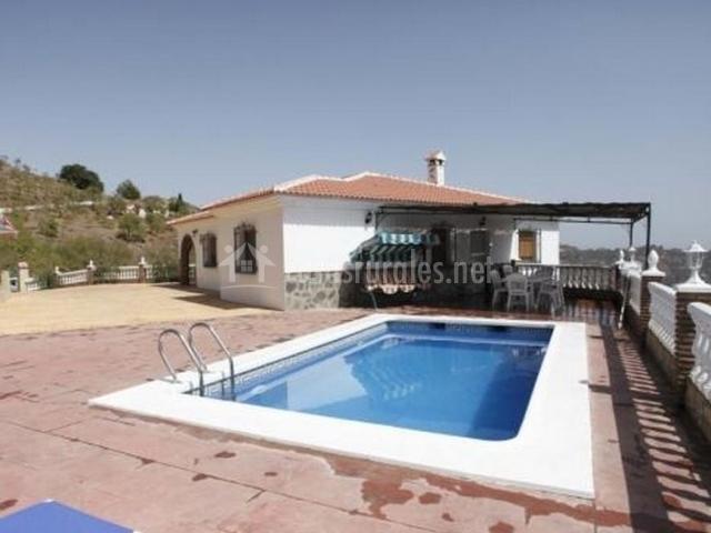 Casa rural fuente v lez en corumbela m laga for Casas con piscina en malaga