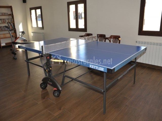 4 Sala de juegos con mesa de pingpong