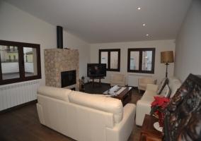 4 Sala de estar con chimenea