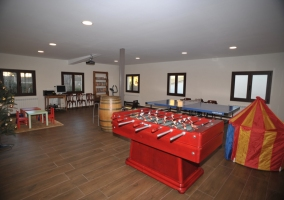 4 Sala de juegos con futbolin