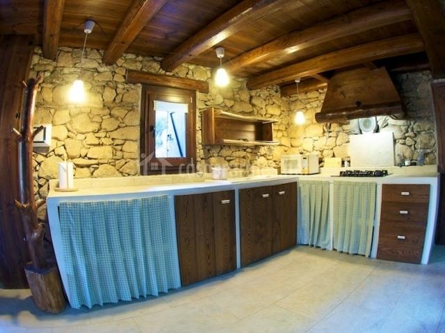 Borda de calvera casas rurales en vilaller lleida for Cocinas casas rurales