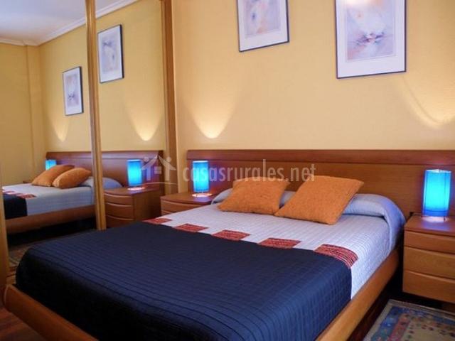 Apartamento rural elizondo en elvetea elbete navarra - Dormitorios con armarios empotrados ...