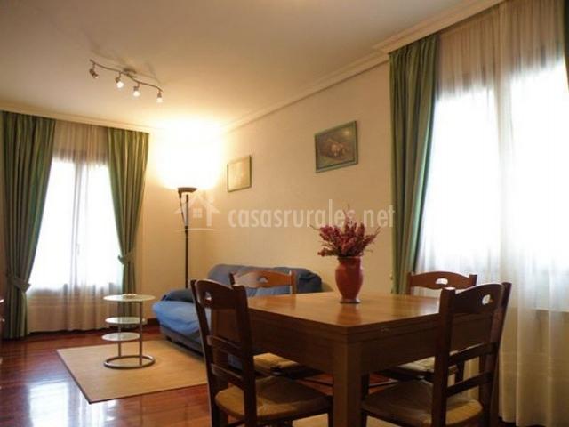 Apartamento rural elizondo en elvetea elbete navarra for Sala de estar palacio