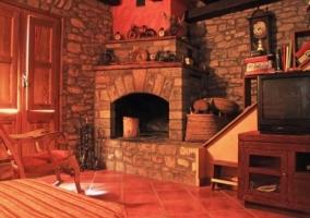 Salón con chimenea interior