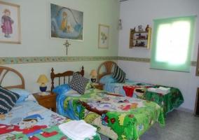 Dormitorio triple.